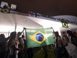 BRASILEIROS TOMAM AS RUAS DO PA�S CONTRA CORRUP��O E POR MOBILIDADE URBANA