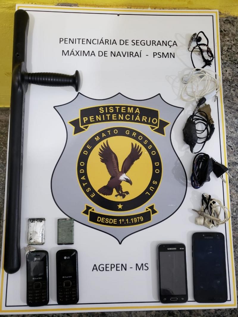 Agentes de Naviraí encontram celulares e até Smartphone no presídio
