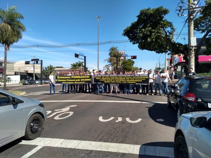Sinsap participa de protesto de alunos da Agepen