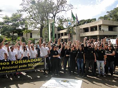 Agentes Penitenciários realizam apitaço em frente á governadoria